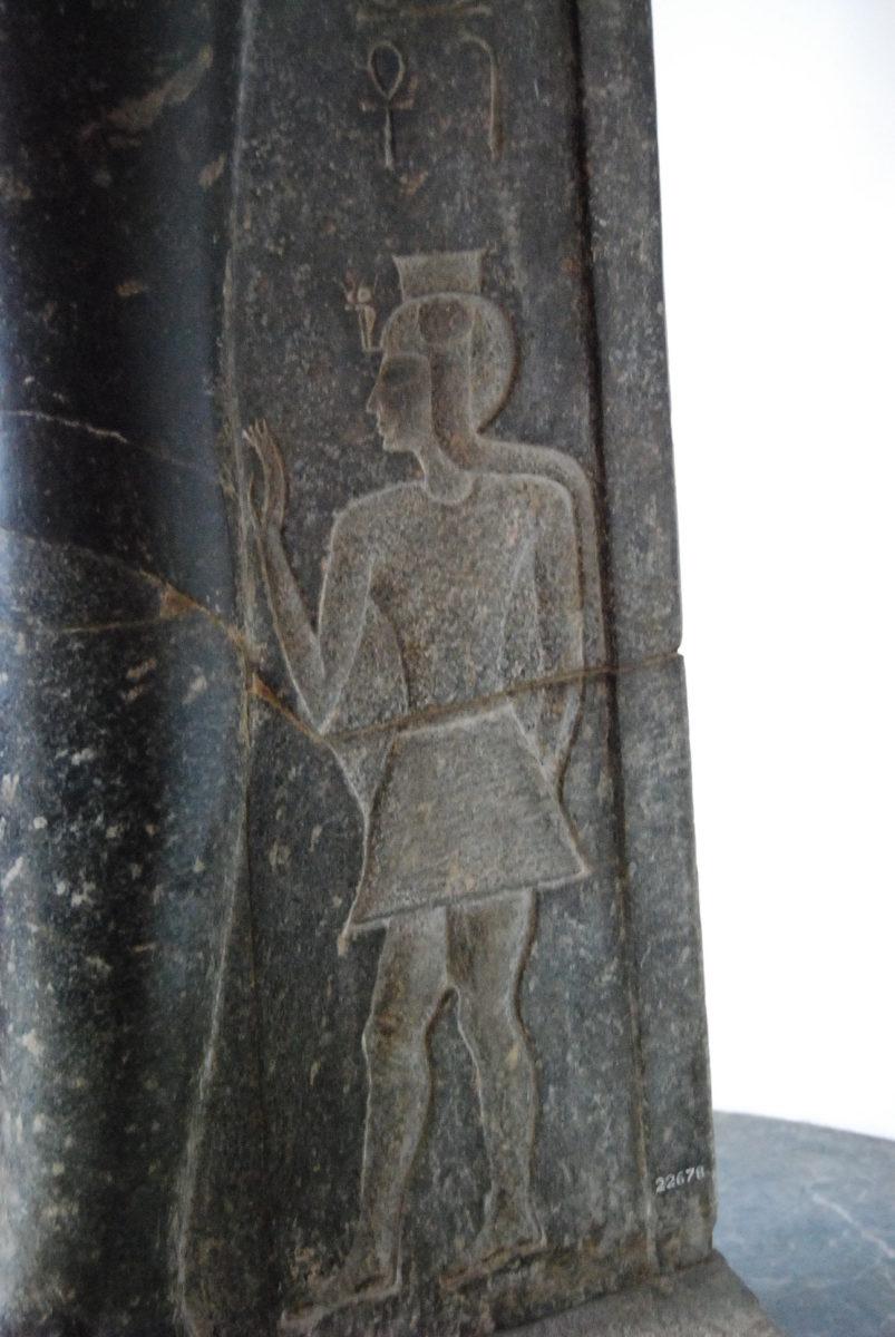 Estatua de la Reina Tuya